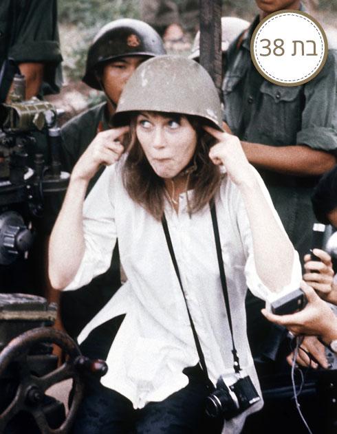 בביקור ב-וייטנאם, במהלך המלחמה (צילום: AP)