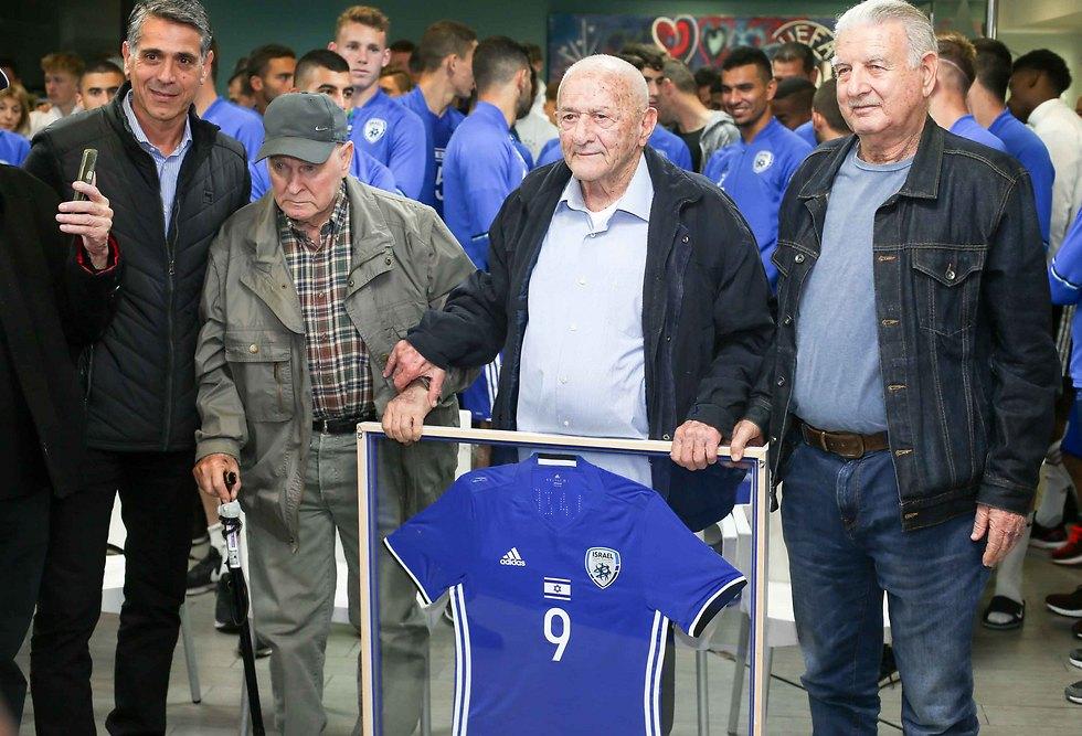 """גלזר ז""""ל בטקס של ההתאחדות ביום הולדתו ה-90 (צילום: ראובן שוורץ) (צילום: ראובן שוורץ)"""