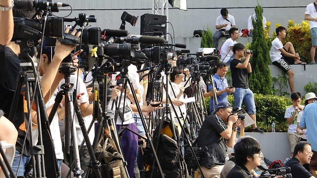עיתונאים בעבודה (צילום: Andy Leung) (צילום: Andy Leung)