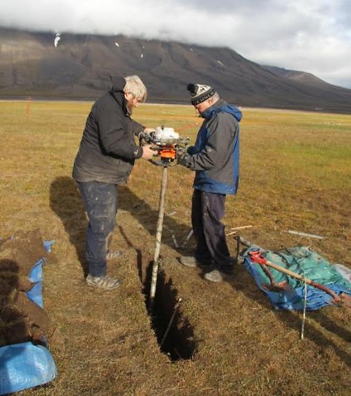 בדיקות קרקע בקיץ (צילום: דותן רותם)