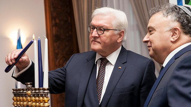 German President Steinmeier (L) lighting Hanukkah candles alongside Israeli Ambassador Issacharoff (Photo: EPA)