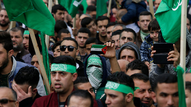 Hamas rally in Nablus (Photo: AP)