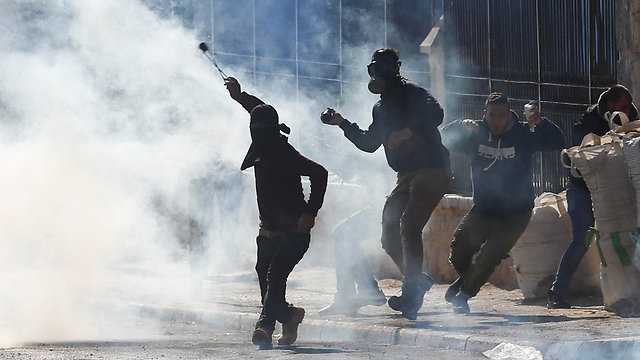 Riots staged by Palestinians in West Bank (Photo: AP)
