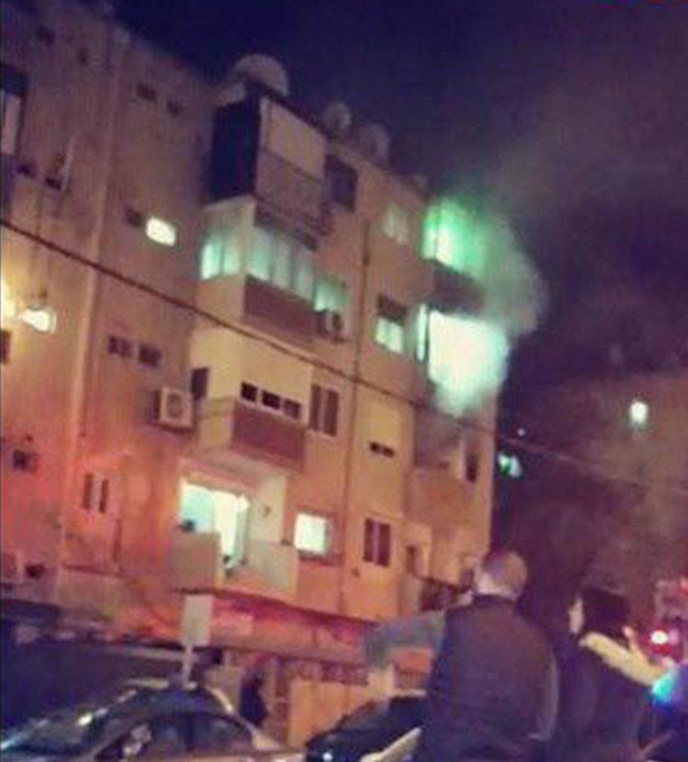 עשן כבד התפשט בכל חלקי הבניין. השריפה בחיפה (צילום: דוברות כבאות והצלה מחוז חוף) (צילום: דוברות כבאות והצלה מחוז חוף)