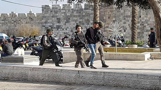 יום שישי אלים. חשוד נעצר בהפרות סדר עם סיום התפילה ()