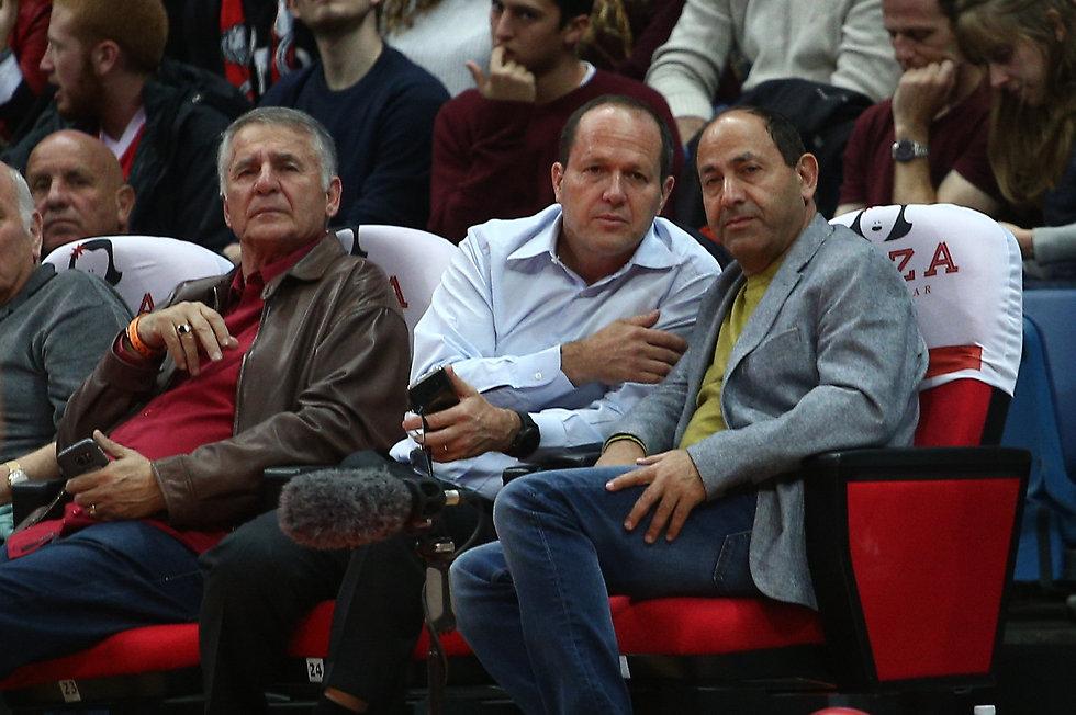 רמי לוי וראש העיר ניר ברקת הגיעו לצפות (צילום: אוהד צויגנברג)