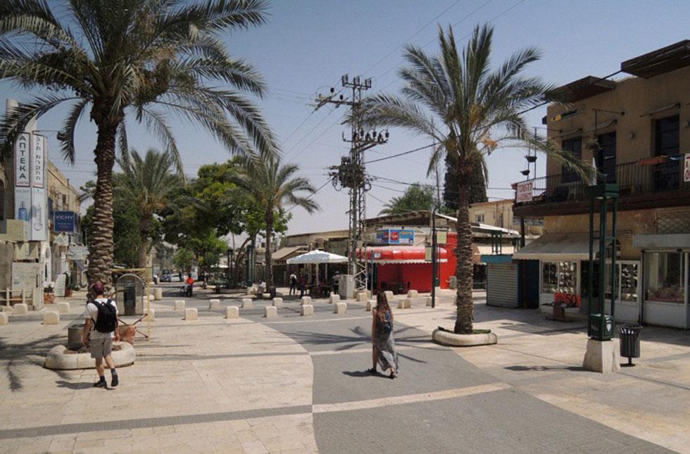 קק''ל, הרחוב הראשי של העיר העתיקה, הוסב למדרחוב בשנות ה-80 אך הידרדר והלך מאז ועד היום. הוא לב התוכנית החדשה (באדיבות דרמן ורבקל אדריכלות)