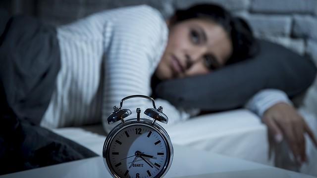 לא ישנים מספיק, אוכלים יותר (צילום: shutterstock) (צילום: shutterstock)