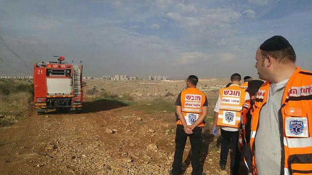 זירת הפיצוץ ליד אלעד (צילום: דוברות איחוד והצלה) (צילום: דוברות איחוד והצלה)