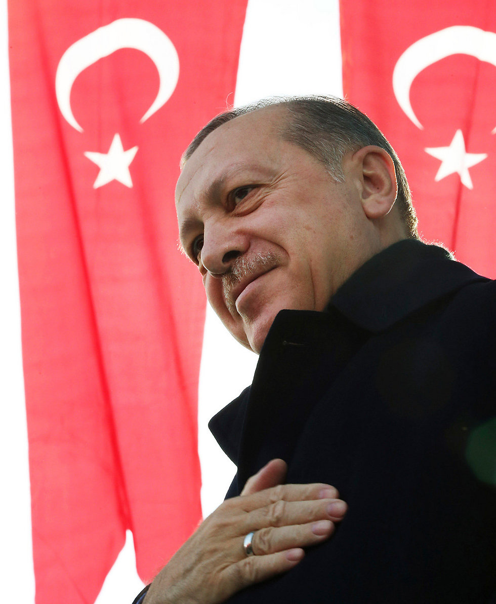 מעביר טכנולוגיה מתקדמת למורדים המתונים? נשיא טורקיה ארדואן (צילום: AP)
