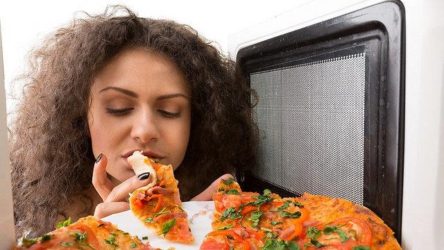 זה עובד, אבל רק באופן זמני. אכילה רגשית (צילום: shutterstock) (צילום: shutterstock)