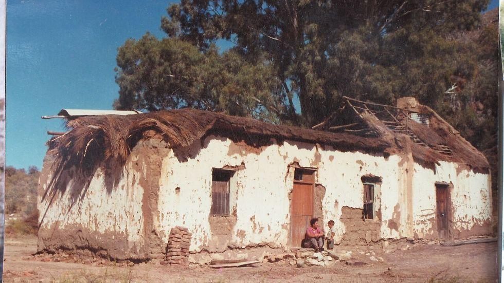 בית הבוץ שבו אנדרו גרה ()