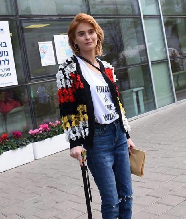 שוחררה מבית החולים לאחר שנפלה מחלון ביתה (צילום: מוטי לבטון)