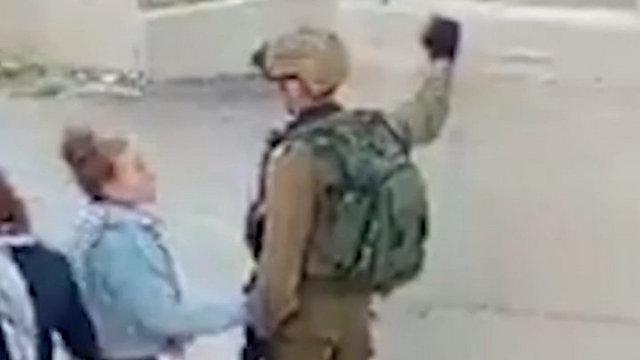 """עאהד תמימי תוקפת קצין צה""""ל ()"""