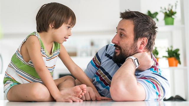 ילדים קולטים מידע בכל מקום (צילום: shutterstock) (צילום: shutterstock)