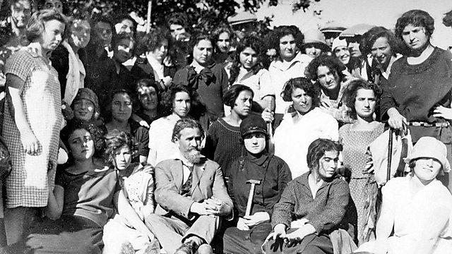 חגיגות החנוכה בגימנסיה העברית, 1936 (מתוך אוסף הגמנסיה הרצליה, הספרייה הלאומית)