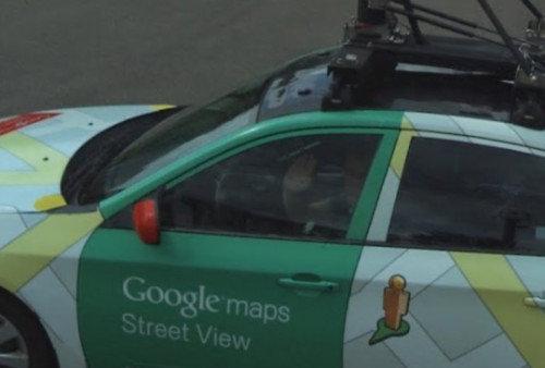 הצילום לפני ההסתרה. הנהג מנופף לשלום (צילום מסך)