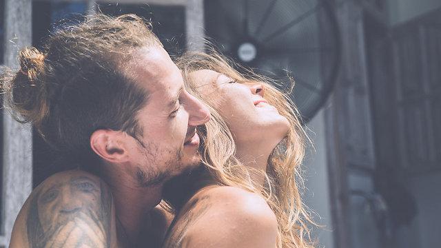 התחמן שהעתיק את שיעורי הבית שלכם ניצל נשים בשביל סקס (צילום: Shutterstock) (צילום: Shutterstock)