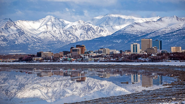 פסגות מושלגות באלסקה. ארכיון (צילום: shutterstock)