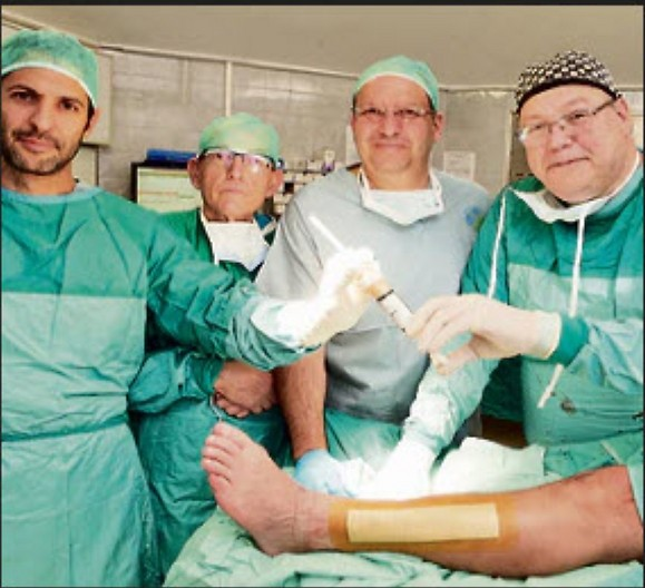 הרופאים בסיום הניתוח. צילום: אלעד גרשגורן ( )