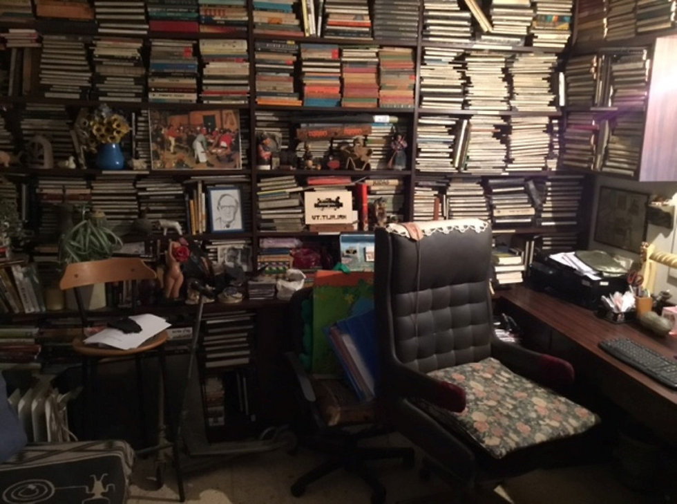 חדר העבודה של מוסינזון בביתו בתל-אביב (באדיבות חנה מוסינזון)
