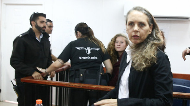 Tamimi (background) and her attorney Gaby Lasky in court (Photo: Ohad Zwigenberg)