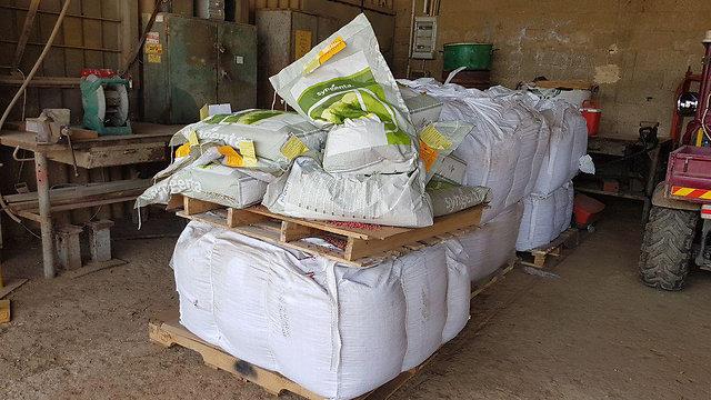 """מחסן זרעים בכפר בלום. """"השנה לא נזרע יותר"""" (צילום: אסף קמר) (צילום: אסף קמר)"""