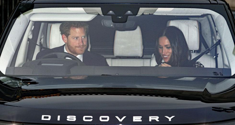 מגיעים למפגש רשמי ראשון עם המלכה לאחר האירוסין. מייגן מרקל והנסיך הארי (צילום: AP)