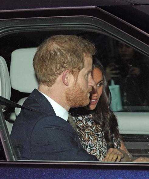 מרקל, הארי והשמלה (צילום: AP)