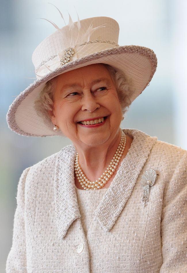 חגיגית כמו החג. המלכה אליזבת' (Gettyimages)