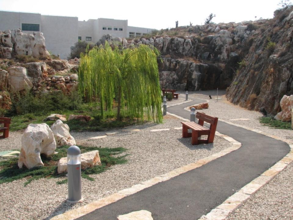 הגן היפני ליד מכללת אורט בראודה, כרמיאל (צילום: הקרן לשיקום מחצבות) (צילום: הקרן לשיקום מחצבות)