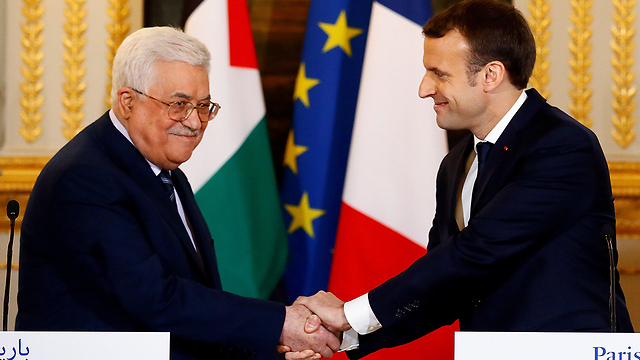Presidents Mahmoud Abbas and Emmanuel Macron (Photo: Reuters)