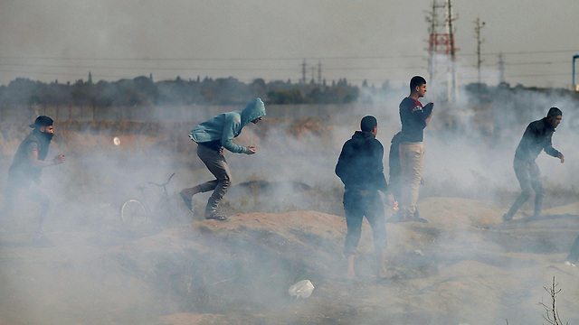 Rioters near Gaza border (Photo: Reuters)