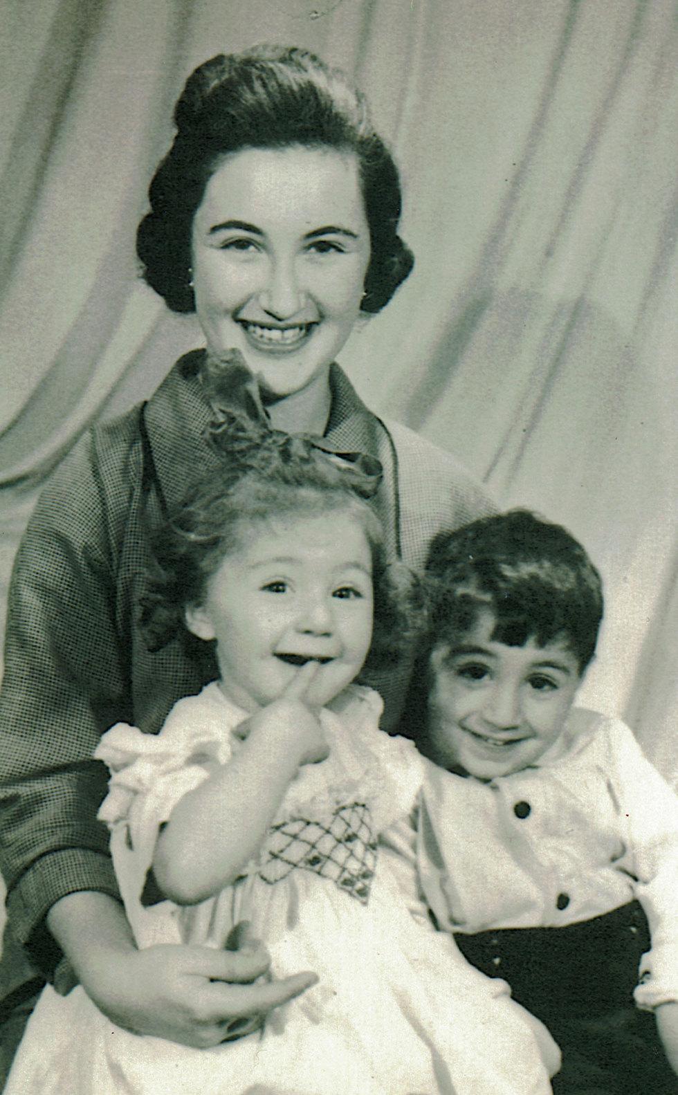 ליליאן מוס עם הילדים אנדרו ומישל, שנות ה-50 בלונדון (באדיבות yes דוקו) (באדיבות yes דוקו)
