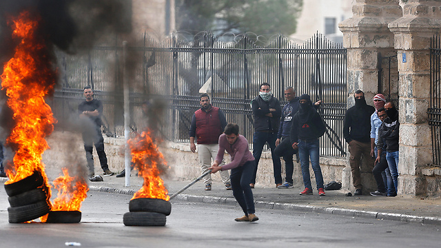 Palestinian riots after Friday afternoon prayers (Photo: AP)