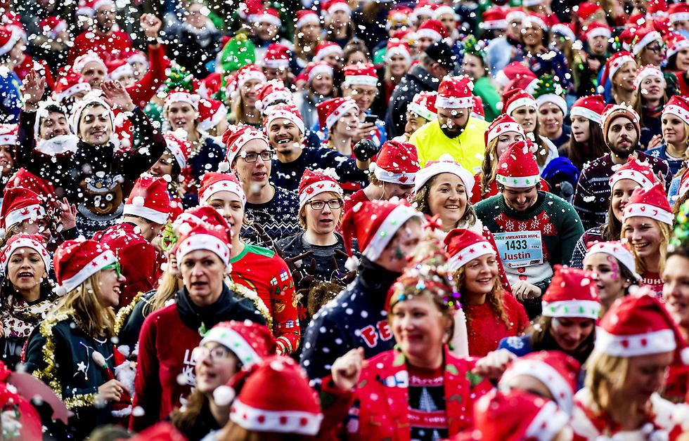"""Амстердам. Забег в """"уродливых"""" рождественских свитерах. Фото: AFP"""