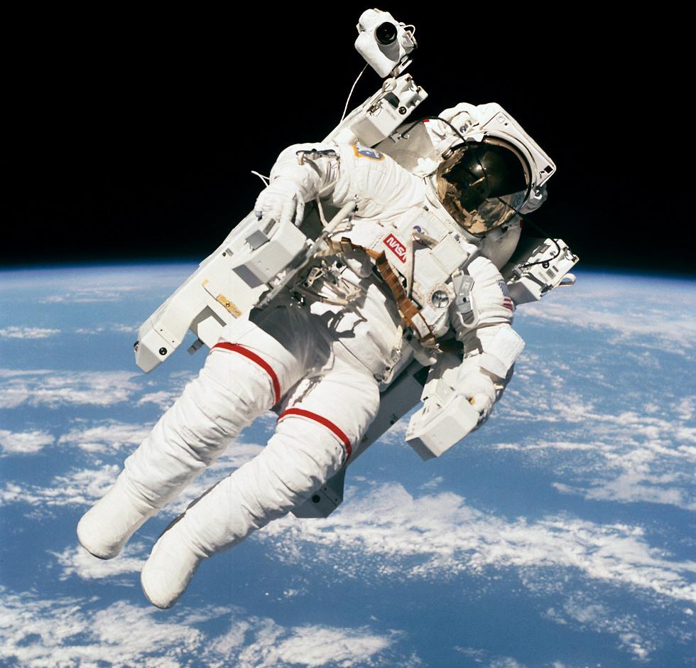 """ריחוף חלל ללא כבלים (צילום: נאס""""א)"""