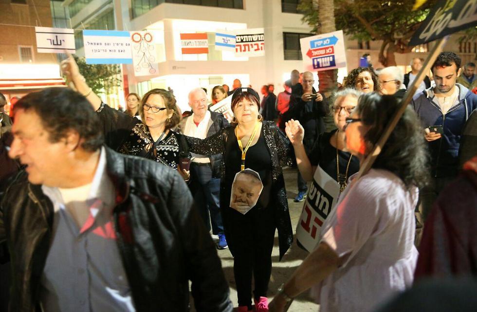 ההפגנה נגד השחיתות השלטונית, הערב בתל אביב (צילום: מוטי קמחי) (צילום: מוטי קמחי)