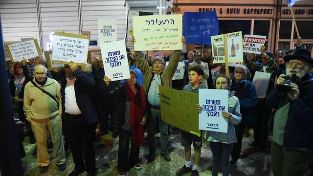 ההפגנה בחיפה, הערב (צילום: אביהו שפירא) (צילום: אביהו שפירא)