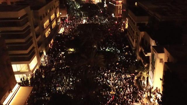 צילום מרחפן של ההפגנה בשדרות רוטשילד (צילום: מני נפתלי) (צילום: מני נפתלי)