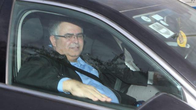 ביטן מגיע לחקירה במשרדי להב 433, היום (צילום: מוטי קמחי) (צילום: מוטי קמחי)