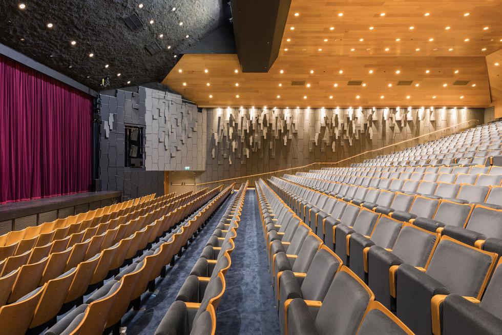 אחד מארבעת האולמות בתיאטרון. לשני האולמות הוותיקים שחודשו נוספו גם שני אולמות חדשים (צילום: טל ניסים)