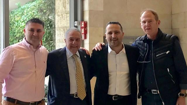 """מימין: ראובן קידר, אלדד פרי, עו""""ד שמעון מזרחי וליאור ברדוגו ()"""