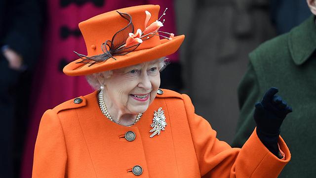 מחאה גם נגד המלכה אליזבת (צילום: EPA)