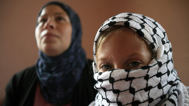 Ahed Tamimi (R) and her mother Nariman in 2012. Nariman Tamimi was also sentenced to 8 months in prison (Photo: AFP)