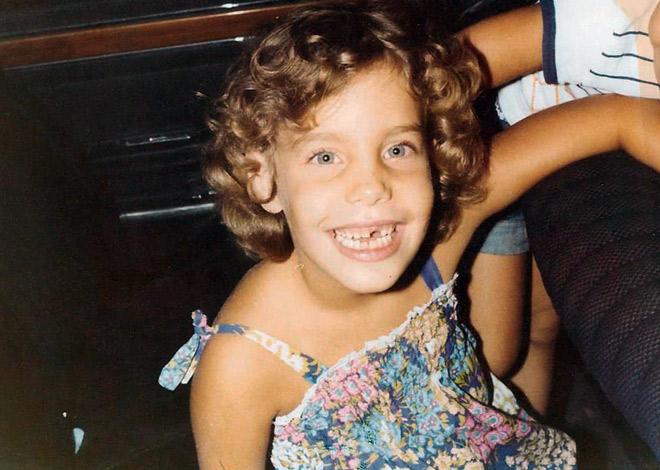 """תמונת ילדות. """"נולדתי בחיפה, בת שנייה מבין שלוש בנות"""" (צילום: אלבום פרטי)"""