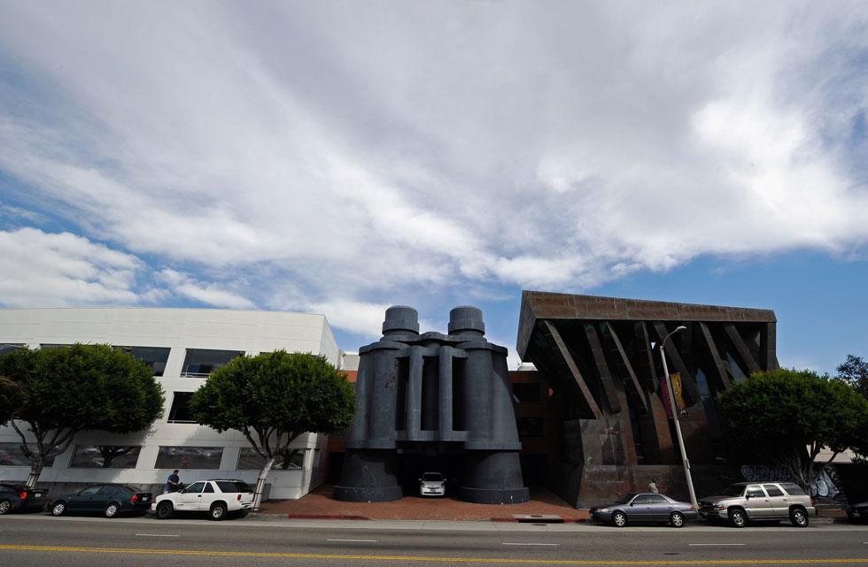 בזמנו היה זה האדריכל פרנק גרי, שתכנן מבנה דמוי-משקפת לבניין משרדים בקליפורניה (צילום: Gettyimages)