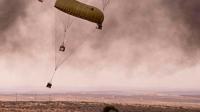 Parachute (Photo: AFP)