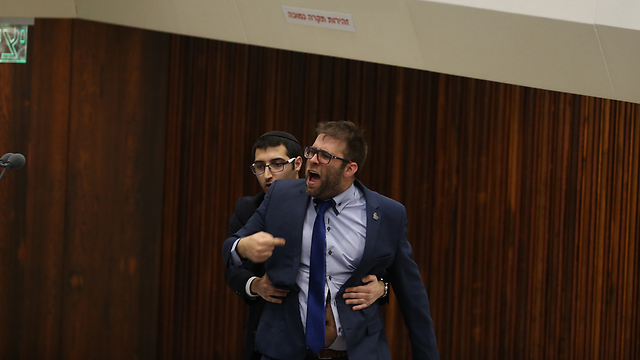 MK Oren Hazan being removed from the Knesset (Photo: Amit Shabi)