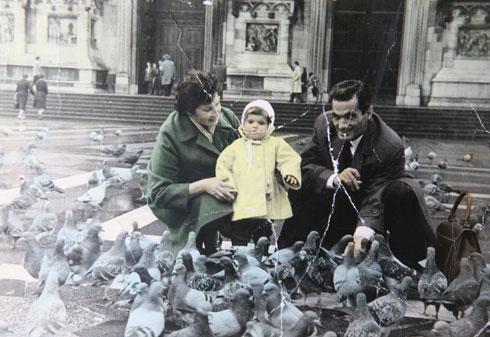 """""""התצלום המשפחתי היחיד שבו יש לי אמא ואבא יחד"""" (צילום: אלבום פרטי)"""
